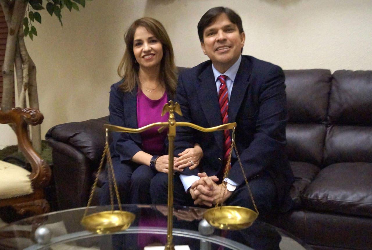 Lorena Sáenz González and attorney Vicente González